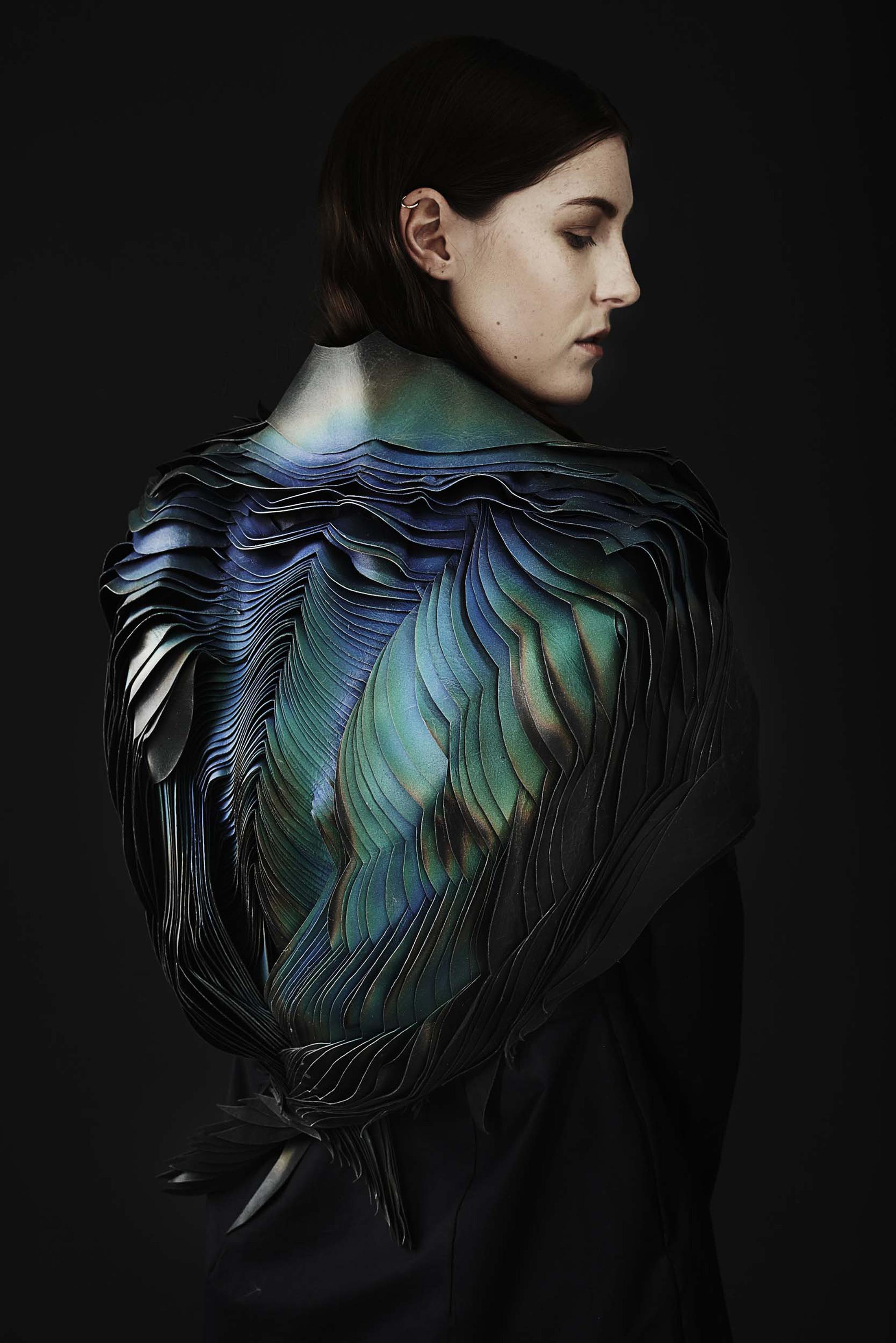 """Capa """"Air"""", Coleção """"The Unseen"""", por Lauren Bowker, 2014. Couro."""