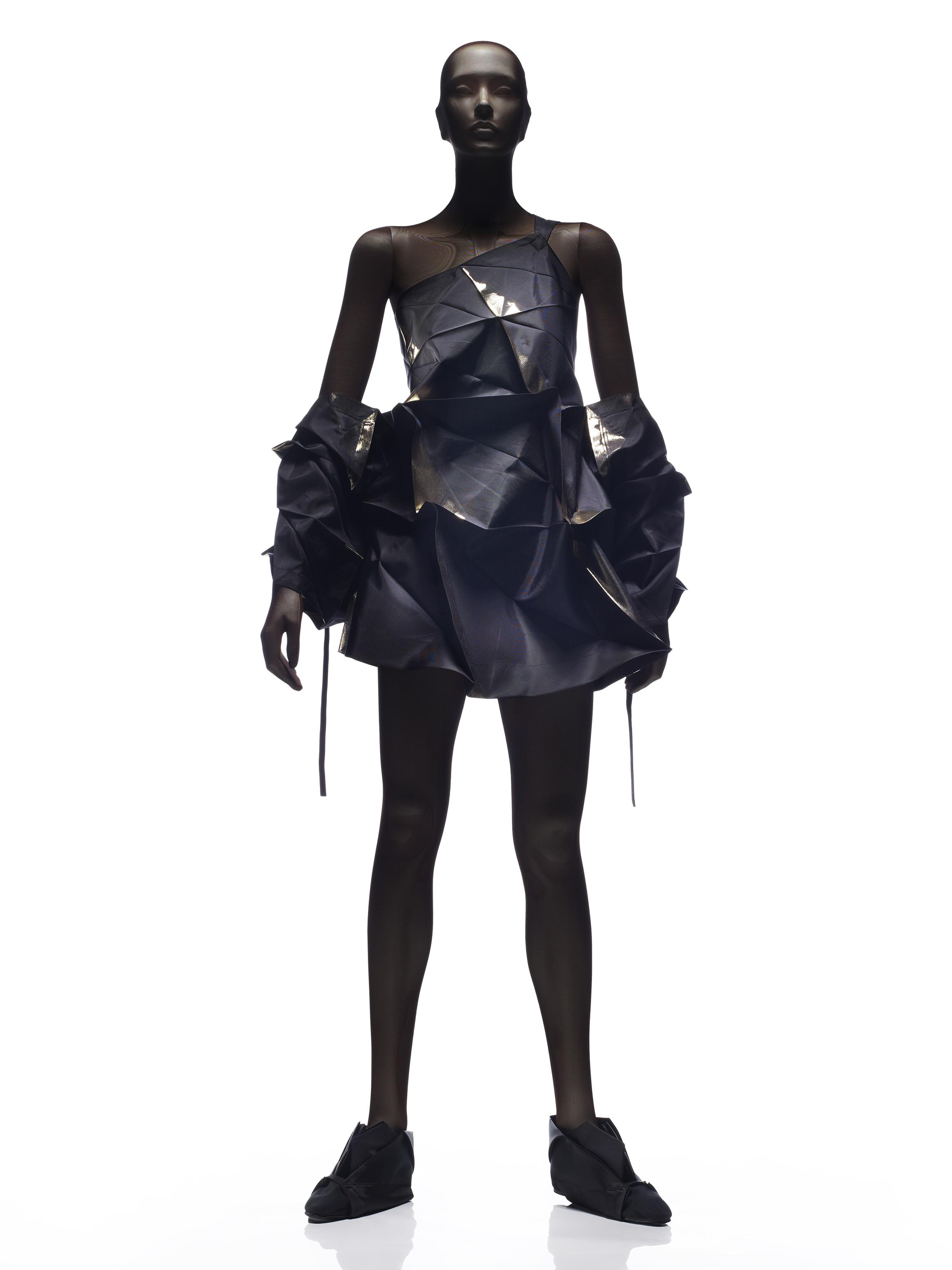 """Vestido e bolero, coleção """"132 5"""", Issey Miyake, 2010"""