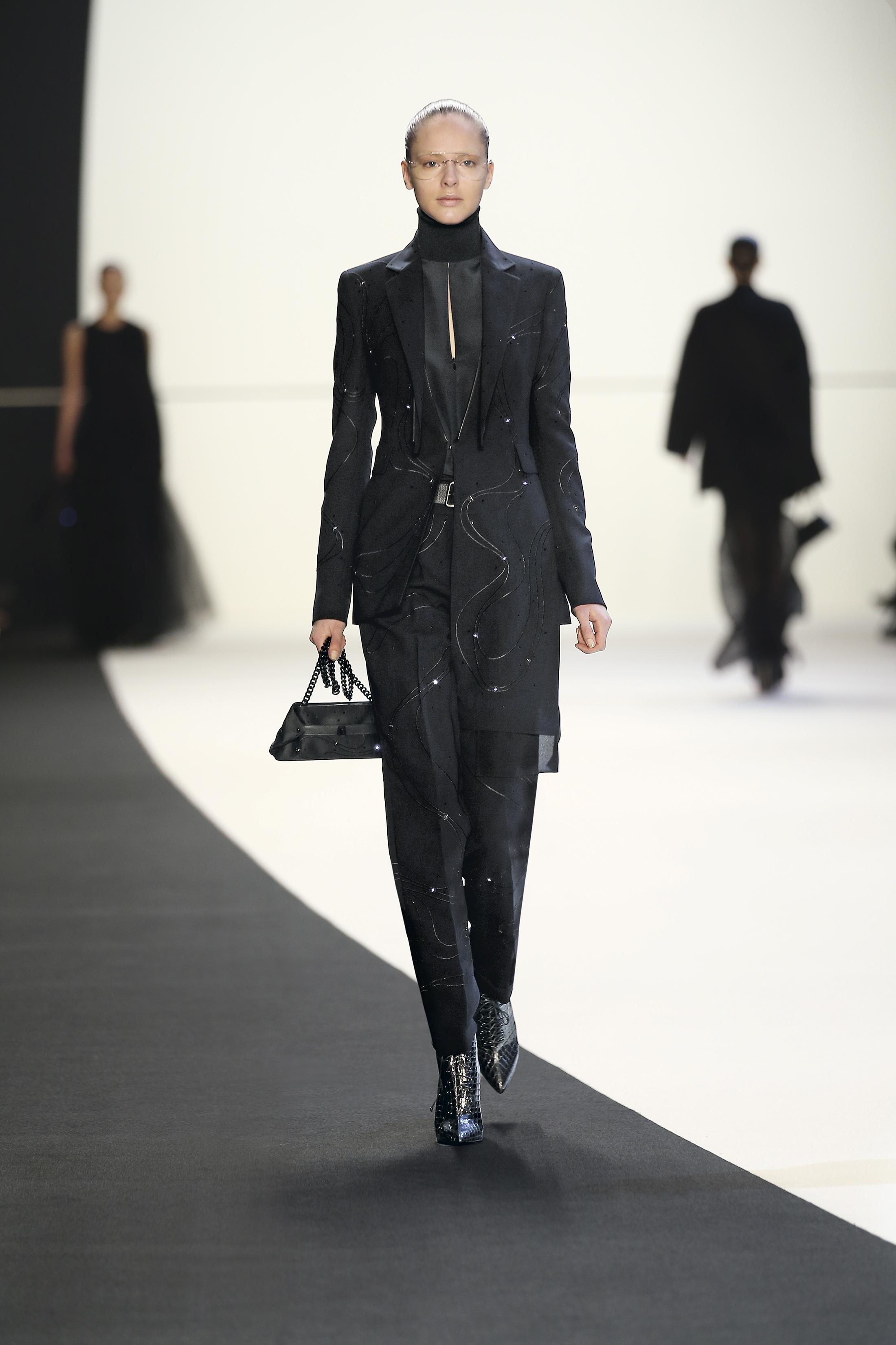 Jaqueta e calças da marca Akris, 2014. Lâmpadas LED, bordado em crepe crepe de seda, cinto de couro
